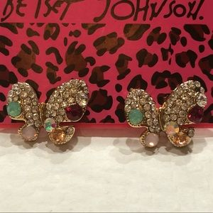 NWT•Betsey Rhinestone pave Bow post earrings